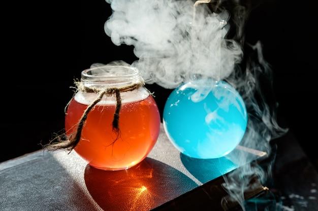 Alchemie en halloween-concept.