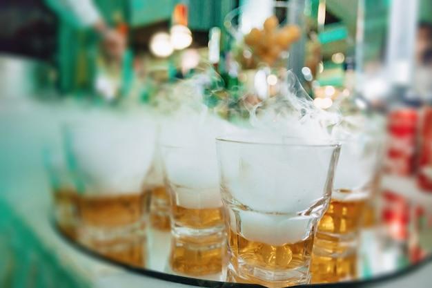 Alcohol bij vieringen in glazen en buffetten
