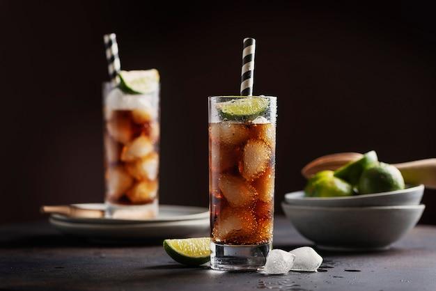 Alcoholische cocktail cuba libre