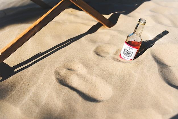Alcoholische drank in het zand