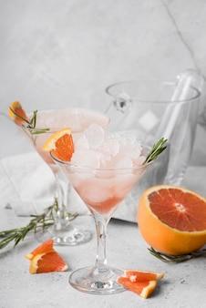Alcoholische drankcocktail met grapefruit