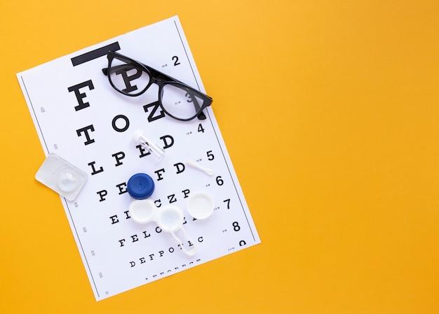 Alfabetlijst op oranje achtergrond met exemplaarruimte