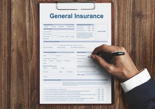 Algemene verzekering gezondheidsongeval financieel concept