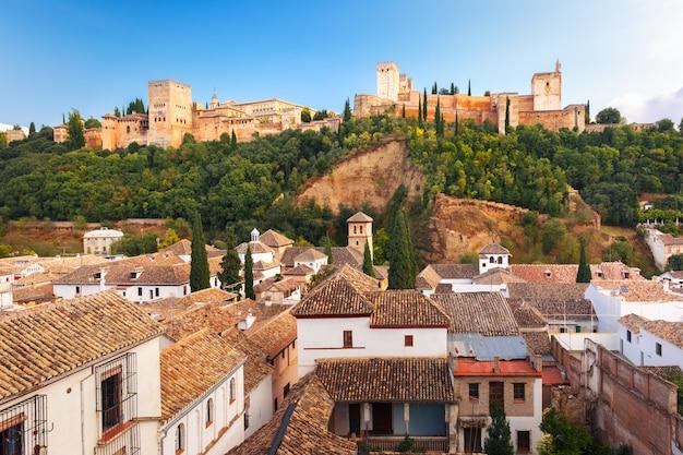 Alhambra bij zonsondergang in granada, andalusië, spanje