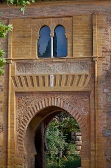 Alhambra-boog puerta del vino in granada