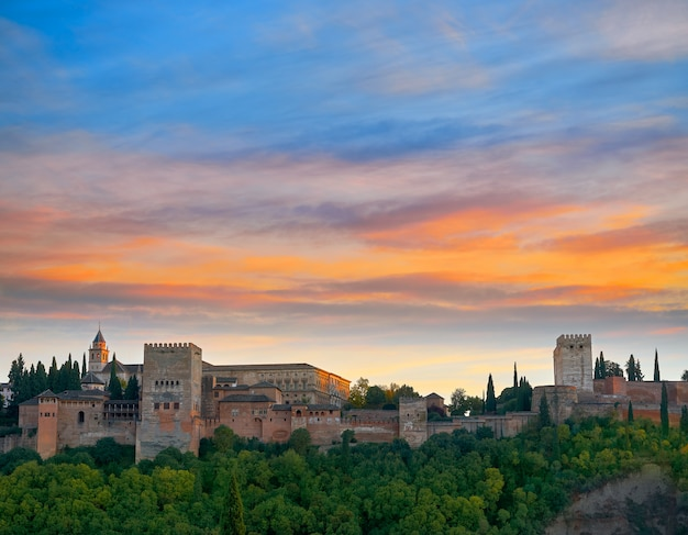 Alhambra zonsondergang in granada van spanje