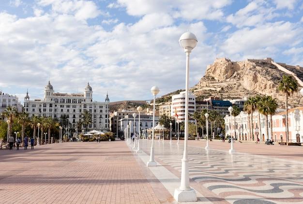 Alicante, cityscape van jachthaven