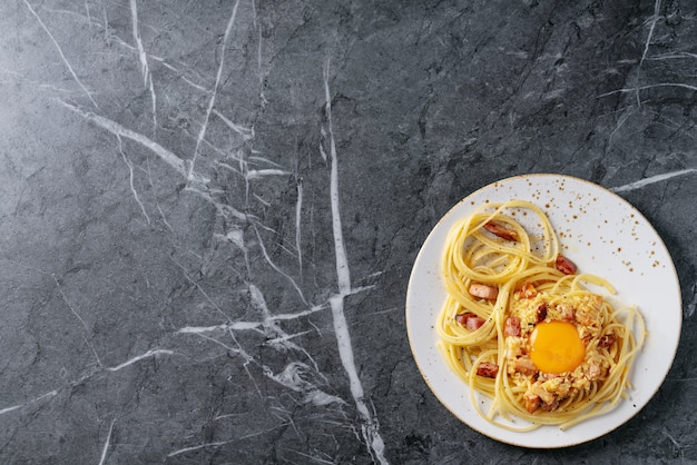 Allara-carbonara van deegwaren van de spaghetti