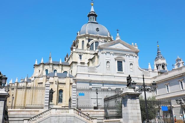 Almudena-kathedraal in madrid