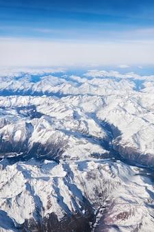 Alpen onder de sneeuw, luchtfoto