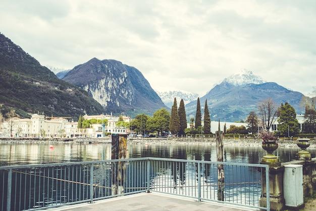 Alpine meer van garda