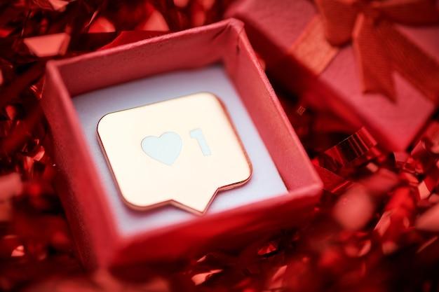 Als symbool in rode geschenkdoos