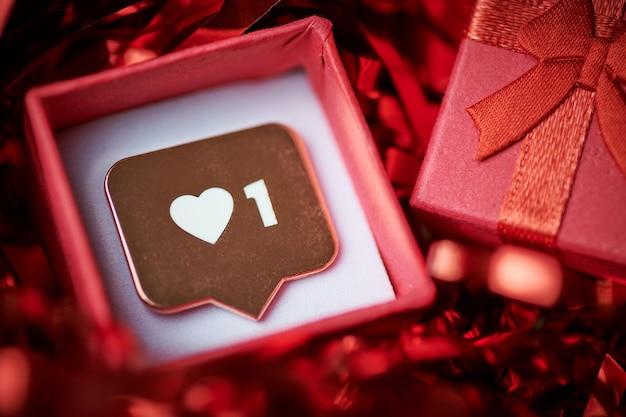 Als symbool in rode geschenkdoos Premium Foto