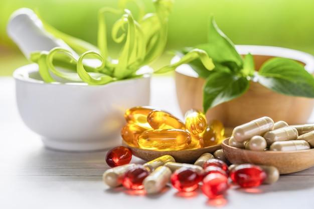 Alternatieve geneeskunde natuur kruiden organische capsule drug met kruiden