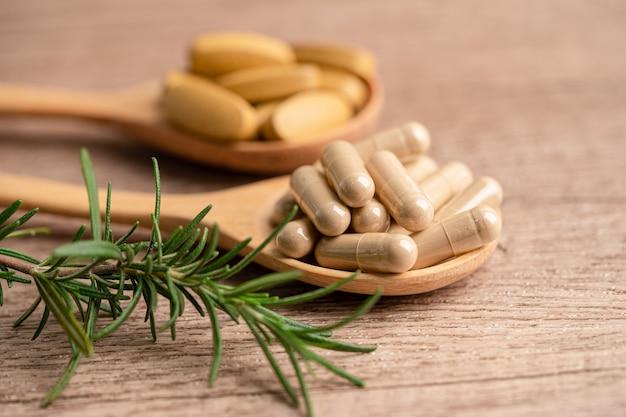 Alternatieve geneeswijzen biologische kruidencapsule met vitamine e omega 3 visolie