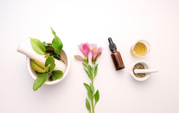 Alternatieve kruidengeneeskunde en etherische olie aromatherapie en beauty spa-product