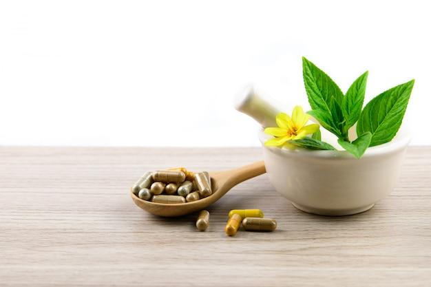 Alternatieve kruidengeneeskunde, vitamine en supplementencapsule van natuurlijk