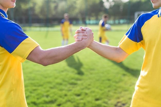 Amateurvoetbal en teamworkconcept
