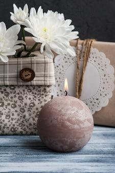 Ambachtelijke handgemaakte doos en kaars