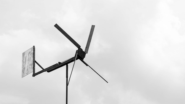 Ambachtelijke turbine van hout - zwart-wit