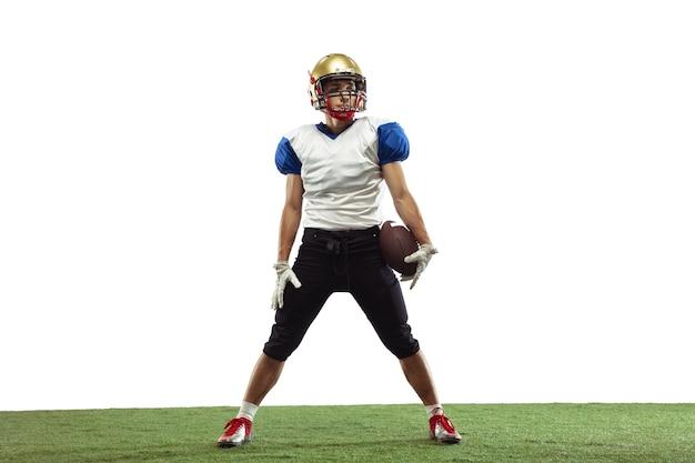 American football-speler geïsoleerd op witte studio wall