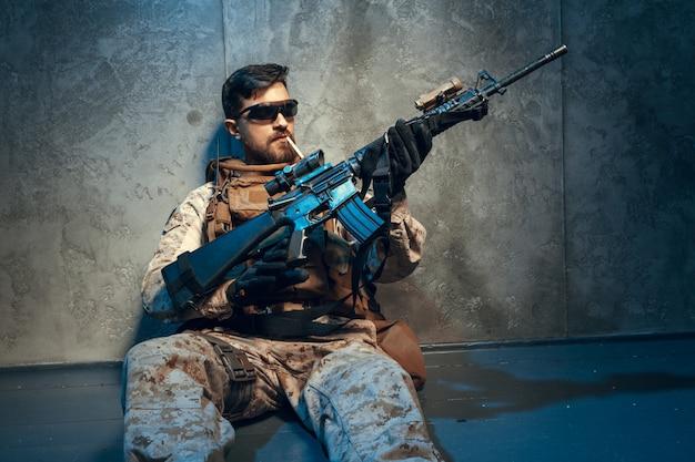 Amerikaans privaat militair geweer met geweer