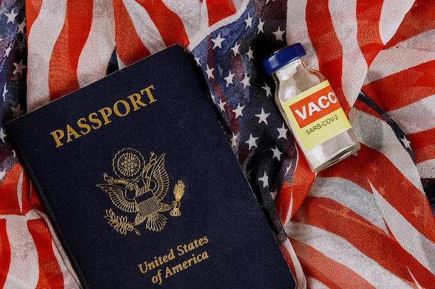 Amerikaans vaccin coronavirus covid-19 sars-cov-2 met het amerikaanse paspoort usa vlag