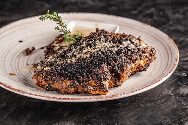Amerikaanse biefstuk in zwarte peper