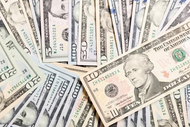Amerikaanse dollarbiljetten. honderd dollar rekeningenachtergrond. bovenaanzicht van bedrijfsconcept op achtergrond met kopie ruimte