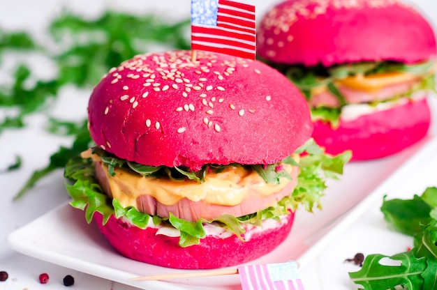 Amerikaanse gegrilde hamburger