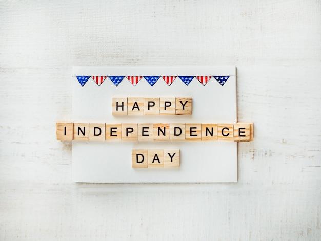 Amerikaanse vlag en houten letters