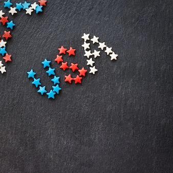 Amerikaanse vlag en woord vs concept 4 juli onafhankelijkheidsdag.