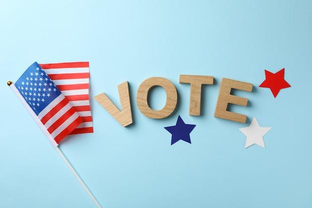 Amerikaanse vlag, woordstem en sterren op blauw oppervlak