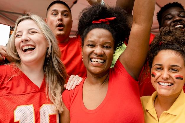 Amerikaanse voetbalsupporters die hun team aanmoedigen