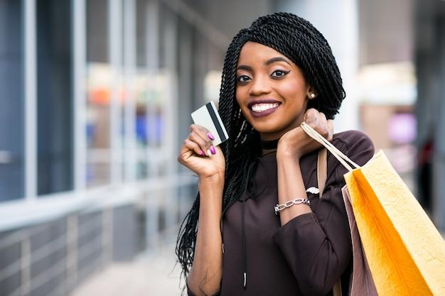 Amerikaanse zakken afrikaanse winkelen gelukkig