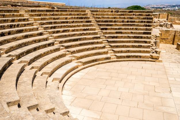 Amfitheater van de openluchtsteen in paphos, cyprus