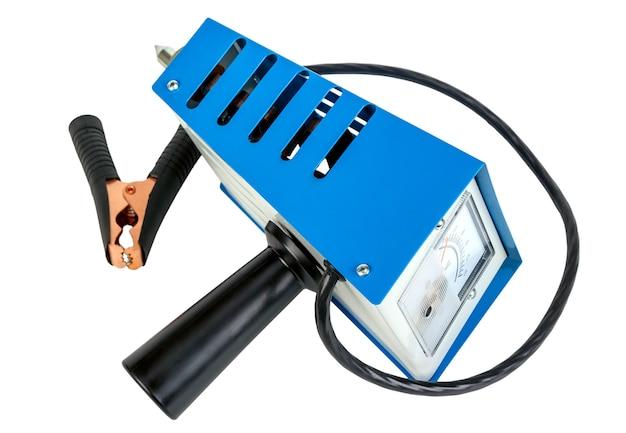 Analoge auto batterij tester, power test load vork, geïsoleerd op een witte achtergrond.