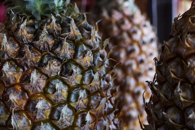 Ananas fruit achtergrond. close up van tropische ananas textuur.