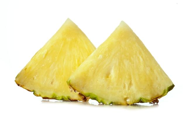 Ananas geïsoleerd op witte achtergrond