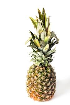 Ananas op een witte muur