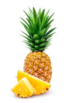 Ananas op witte achtergrond wordt geïsoleerd die