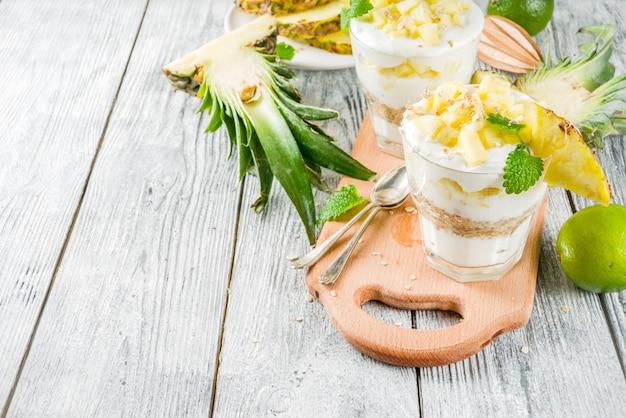 Ananasontbijtparfait