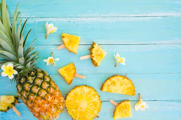 Ananasplakken op hout