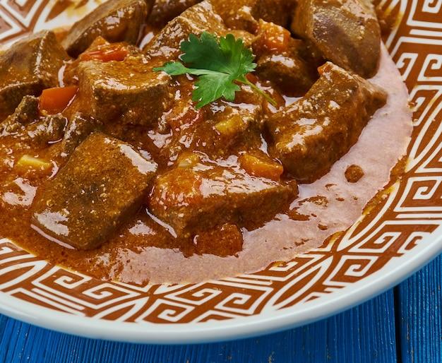 Anda kaleji tak-a-tak - lever en ei gekookt met een scala aan masala's, pakistaanse keuken