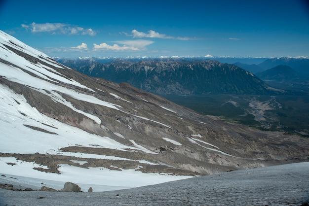 Andesgebergte gezien vanaf de osorno-vulkaan puerto varas llanquihue los lagos patagonia chilea