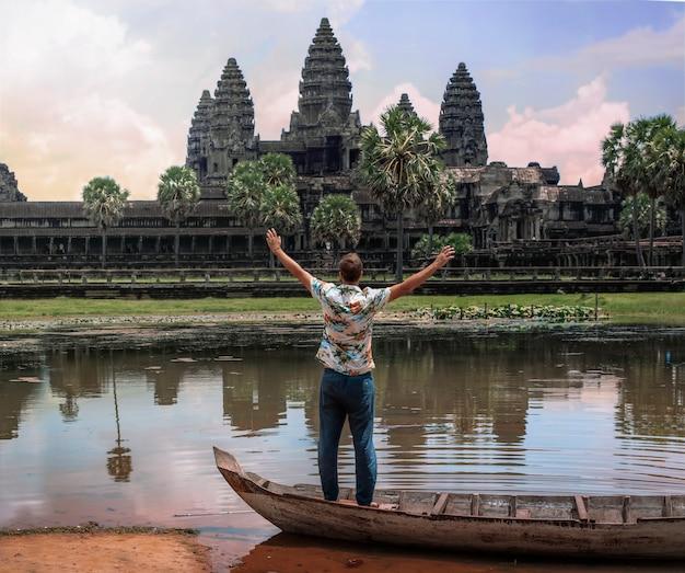 Angkor wat bij zonsopgang in siem reap cambodja