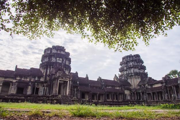Angkor wat, populair onder toeristen oude mijlpaal en plaats van aanbidding in zuidoost-azië. siem reap, cambodja.