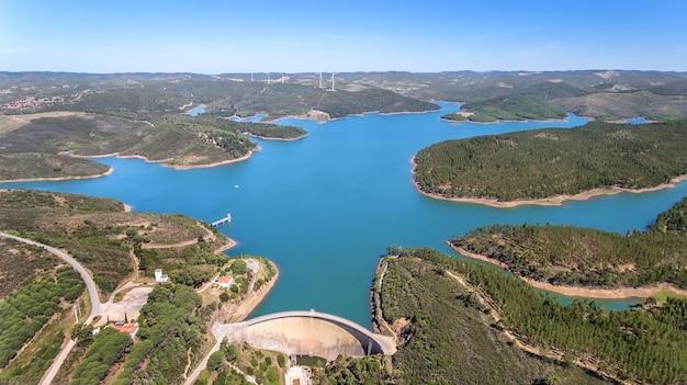 Antenne. foto uit de lucht, dammen gevuld met water odiaxere. bravura portimao
