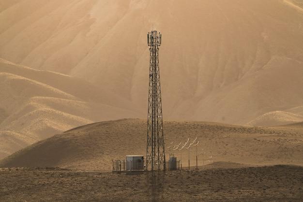 Antenne van cellulaire communicatie in het berggebied