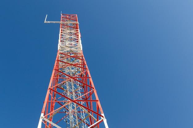 Antenne van communicatiegebouw